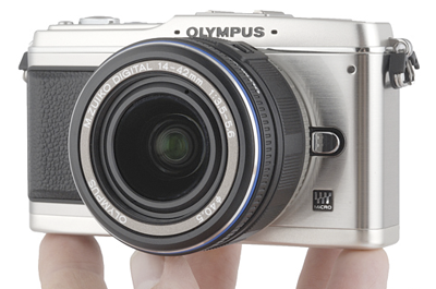 olympus-e-p1-in-hand.png